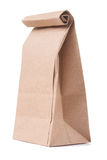 Saco de papel marrom clássico isolado no fundo branco Foto de Stock