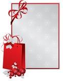 Saco de papel vermelho decorado com baga do azevinho Imagens de Stock