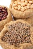 Saco de serapilheira com lentilhas Fotografia de Stock