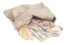 Saco do dinheiro com as cédulas indianas da rupia da moeda Imagem de Stock