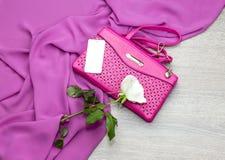 Saco do rosa do ` s das mulheres fotografia de stock