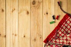 Saco feito a mão de pano com as bobinas coloridas para retalhos Foto de Stock