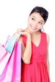 Saco feliz da terra arrendada da menina de compra mim Imagens de Stock
