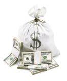 Saco lleno con el dinero de los dólares en manojo Foto de archivo libre de regalías