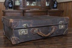Saco velho do vintage na tabela de madeira Fotos de Stock