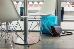 Sacos abandonados em um café Imagem de Stock Royalty Free