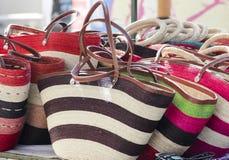 Sacos coloridos em um mercado mexicano do mão-ofício Fotografia de Stock Royalty Free