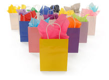 Sacos de compra coloridos no branco Imagens de Stock Royalty Free