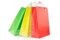 Sacos de compras coloridos no papel Foto de Stock