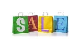 Sacos de compras com a venda da palavra neles Imagem de Stock