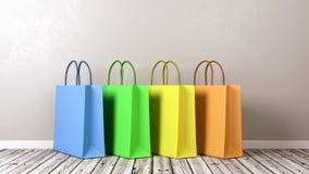 Sacos de compras no assoalho de madeira contra a parede Fotografia de Stock