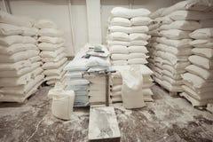 Sacos de farinha no armazém da padaria fotos de stock royalty free