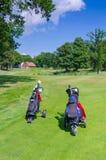 Sacos de golfe no campo de golfe sueco Fotos de Stock