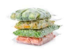 Sacos de plástico com vegetais congelados imagens de stock royalty free