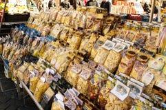 Sacos diferentes da massa em um mercado Fotografia de Stock