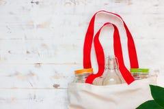 Sacos do algodão e peixe-agulha de vidro para a compra plástica livre imagem de stock