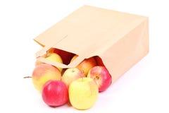 Sacos e maçã marrons de compra do presente   Fotografia de Stock