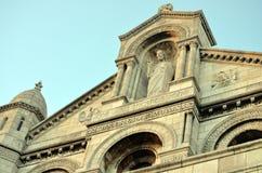 Sacré Coeur教会在巴黎-雕塑关闭 库存照片