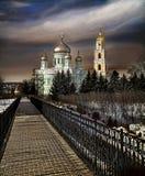 Sacrament van geloof De hemel over het klooster in Rusland stock foto's