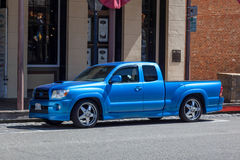 SACRAMENTO, CALIFORNIA/USA - AUGUST 5 : Blue pick up truck parke Stock Images