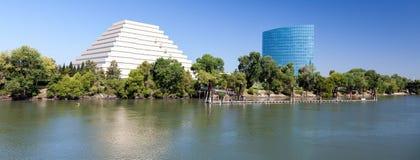 SACRAMENTO, CALIFORNIA/USA - SIERPIEŃ 5: Nowy biurowy blok w Sacr fotografia stock