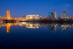 Sacramento en la noche foto de archivo