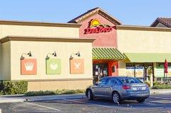 SACRAMENTO, LOS E.E.U.U. - 21 DE DICIEMBRE:  Entrada del restaurante de Del Taco encendido Imagen de archivo libre de regalías
