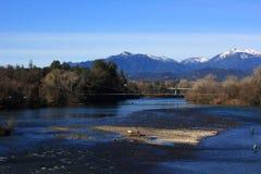 Sacramento River sikt i Redding Kalifornien Arkivbild