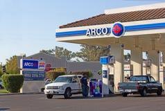SACRAMENTO USA - SEPTEMBER 13: ARCO pumpstation på September 1 Royaltyfri Foto