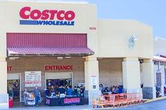 SACRAMENTO USA - SEPTEMBER 19: Costco lager på September 19, 20 Arkivbild