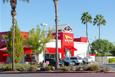 SACRAMENTO USA - SEPTEMBER 23:  I-n-ut hamburgarerestaurang på S Arkivbilder