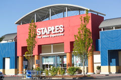 SACRAMENTO USA - SEPTEMBER 23:  Staples lagrar på September 23, Arkivbild
