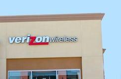 SACRAMENTO USA - SEPTEMBER 13: Verizon Wireless lager på Septem Arkivbild