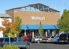 SACRAMENTO USA - SEPTEMBER 23: Walmart lager på September 23, 2 Royaltyfria Bilder