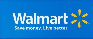 SACRAMENTO USA - SEPTEMBER 13: Walmart tecken på September 13, 20 Arkivfoton