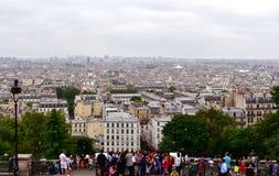 Sacre Coeur观点的游人,蒙马特 巴黎,法国,2018年8月14日 库存照片