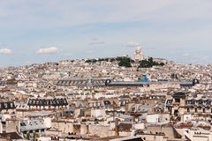 Sacre-coeur och Paris tak Arkivfoto