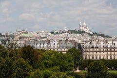 Sacre Coeur van Montmarte Parijs dat van veraflegen wordt bekeken Stock Fotografie