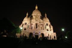 Sacrecoeur in Parijs bij nacht stock foto's