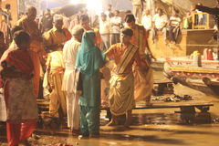 Sacrifice to the Ganges river at night Royalty Free Stock Photos