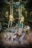 Sacro Monte di Varallo, Piedmont, Italien, Juni 02 2017 - biblisk teckenplatsframställning av Adam och helgdagsaftonen i Edenen Arkivfoto
