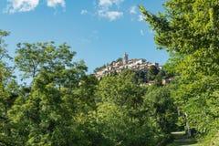 Sacro Monte di Varese, pittoresk medeltida by i norr Italien som lokaliseras på slutet av en sakral väg av 14 kapell royaltyfria foton