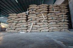 Sacs à chanvre contenant le riz Photographie stock libre de droits