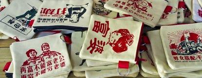 Sacs à main créatifs à vendre dans une boutique Image libre de droits