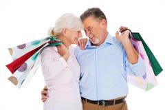 Sacs à provisions aînés de fixation de couples Images stock