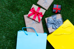 Sacs à provisions et cadeaux photo libre de droits