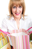 Sacs à provisions heureux de fixation de femme Image stock