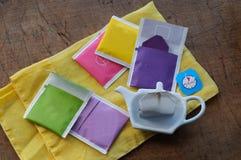 Sacs à thé colorés Photos libres de droits