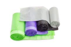 Sacs de déchets en plastique en rouleaux de différentes tailles et couleurs photographie stock libre de droits