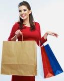 Sacs de prise de femme d'achats, portrait d'isolement Fond blanc Photos stock